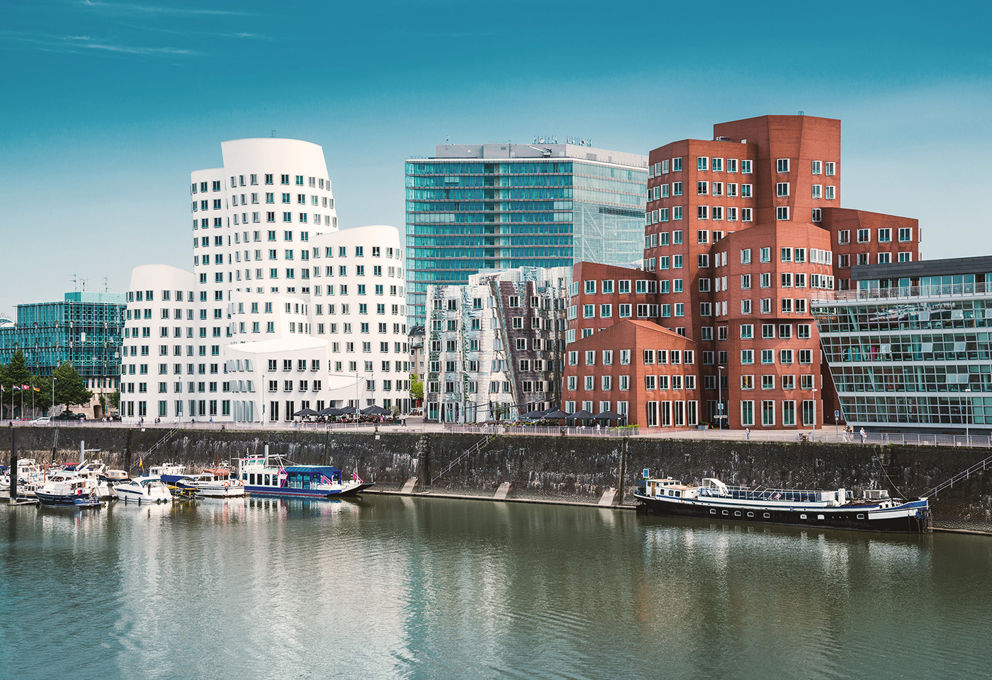 Temporary living in Düsseldorf Medienhafen: first-class architecture, pubs, restaurants, central location, serviced apartments